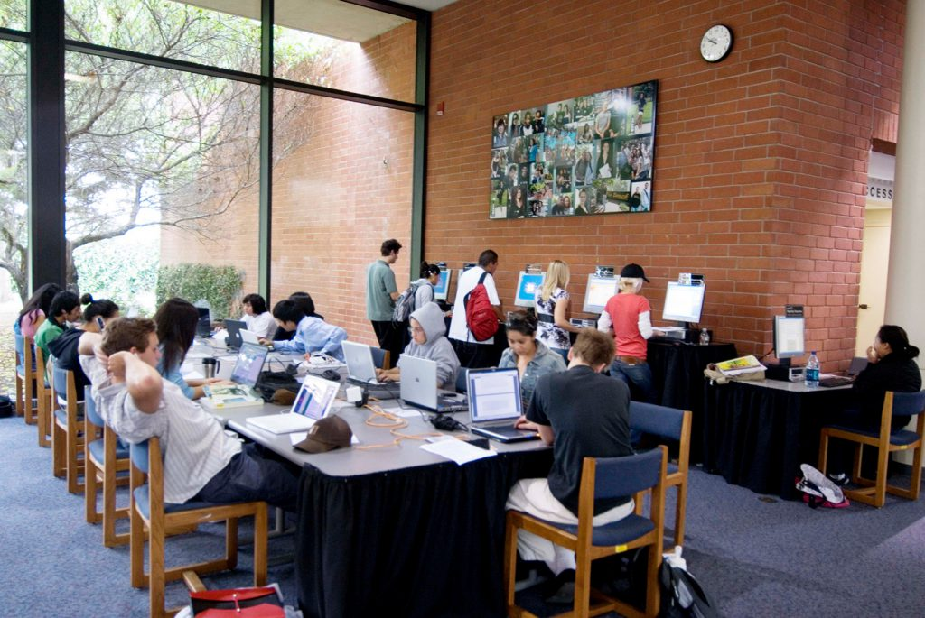 Students on computers in the Horn Center